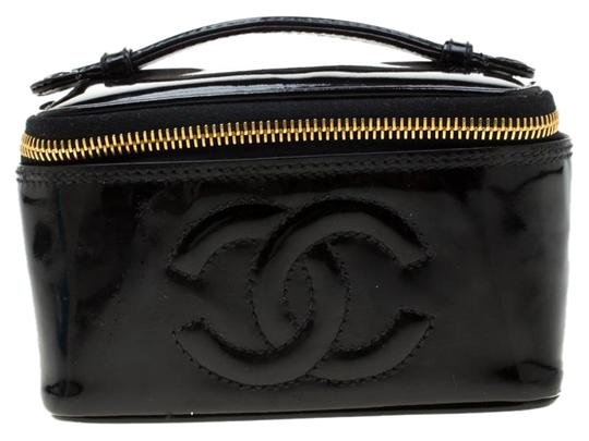 Preload https://item2.tradesy.com/images/chanel-vintage-vanity-cosmetic-black-patent-leather-clutch-25978321-0-2.jpg?width=440&height=440