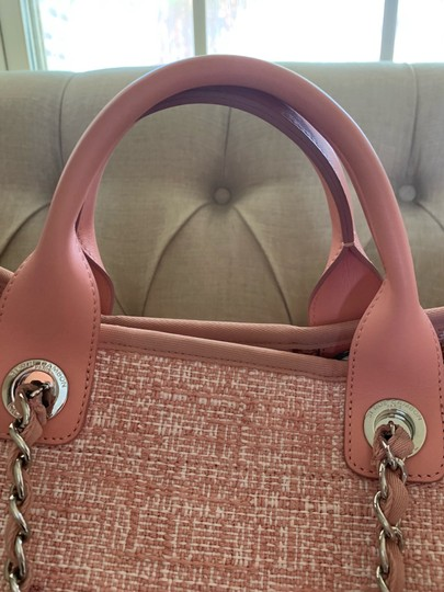 Chanel Tote in Pink Image 3