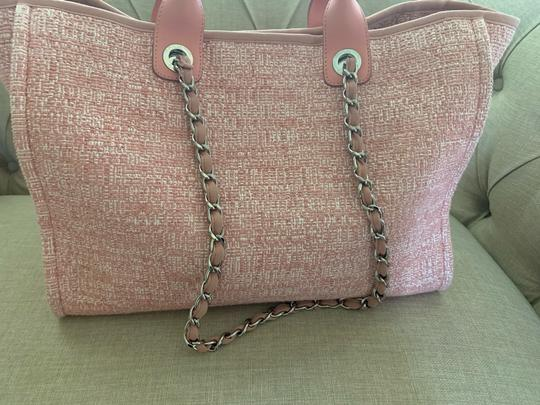 Chanel Tote in Pink Image 4