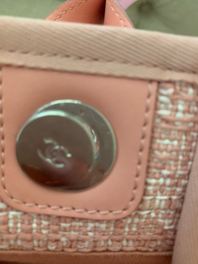 Chanel Tote in Pink Image 8