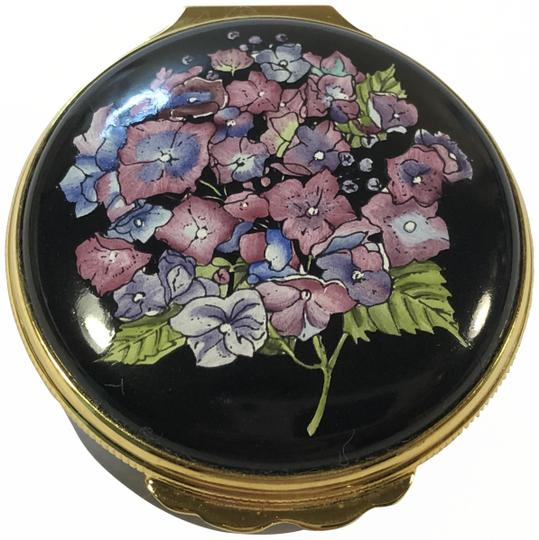 Preload https://img-static.tradesy.com/item/25979093/tiffany-and-co-black-and-gold-box-halcyon-enamels-hinged-floral-trinket-0-2-540-540.jpg
