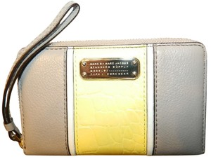 Marc by Marc Jacobs Genuine Leather Coach Wallet Gift Idea Wristlet in Grey-Yellow-White-Gold