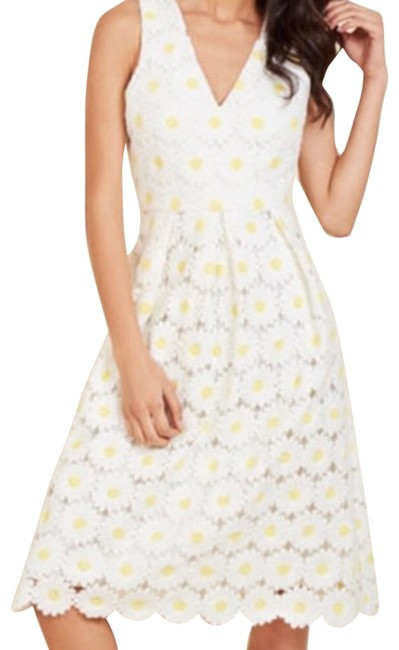 Item - White & Yellow Liza Luxe Flawless In Fleurs Midi Mid-length Cocktail Dress Size 2 (XS)