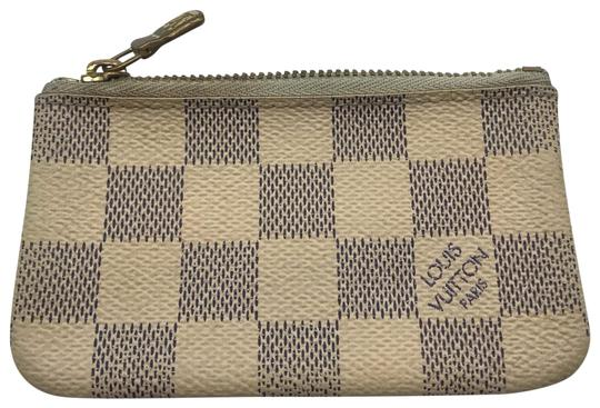Preload https://img-static.tradesy.com/item/25988304/louis-vuitton-damier-azur-pouch-white-case-pochette-cles-coin-change-key-zip-wallet-0-3-540-540.jpg