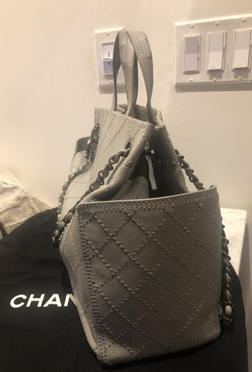 Chanel Tote in gray Image 1