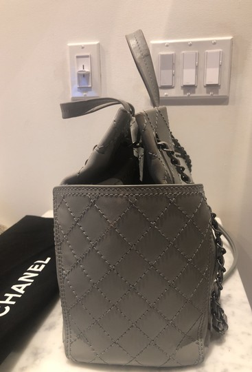 Chanel Tote in gray Image 2