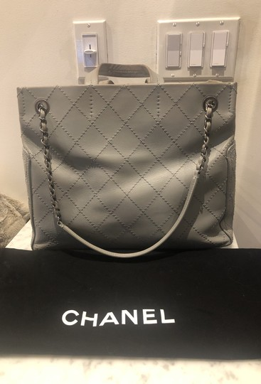 Chanel Tote in gray Image 3