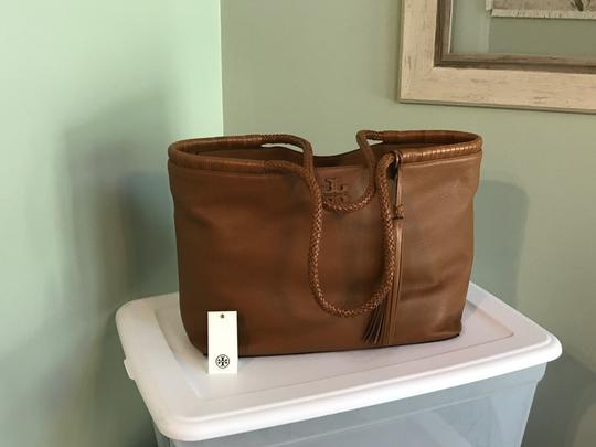 Tory Burch Tote in Saddle Image 2