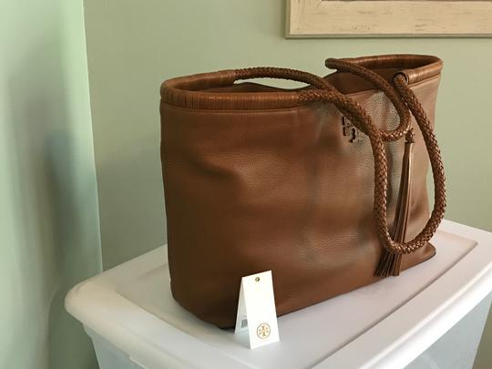 Tory Burch Tote in Saddle Image 3