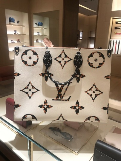 Louis Vuitton Jungle Limited Rare Virgil Fw19 Tote in White Image 8