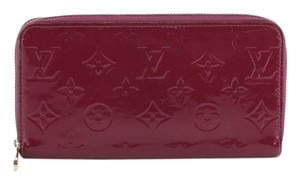 Louis Vuitton Zippy Monogram Vernis purple Clutch