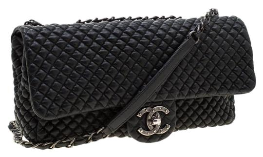 Preload https://img-static.tradesy.com/item/25998085/chanel-classic-flap-quilted-chocolate-bar-black-leather-shoulder-bag-0-3-540-540.jpg
