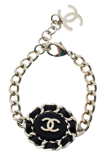 Preload https://img-static.tradesy.com/item/25998608/chanel-black-cc-leather-gold-tone-chain-link-bracelet-0-3-540-540.jpg