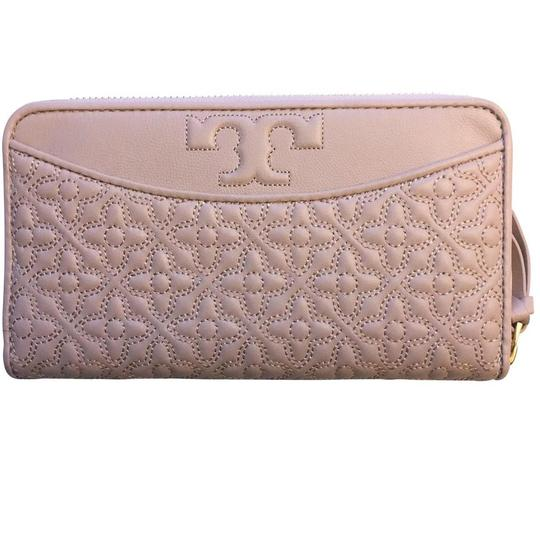 Preload https://img-static.tradesy.com/item/25998995/tory-burch-light-oak-pink-bryant-zip-leather-continental-wallet-0-0-540-540.jpg