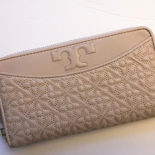 Tory Burch Bryant Zip Leather Continental Wallet Image 1