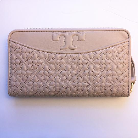 Tory Burch Bryant Zip Leather Continental Wallet Image 2