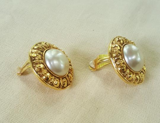 Chanel AUTHENTIC CHANEL VINTAGE GOLD TONE/PLATED FAUX PEARL CLIP ON EARRINGS Image 3