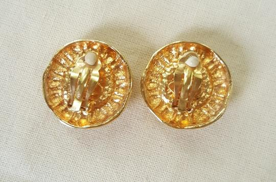 Chanel AUTHENTIC CHANEL VINTAGE GOLD TONE/PLATED FAUX PEARL CLIP ON EARRINGS Image 6
