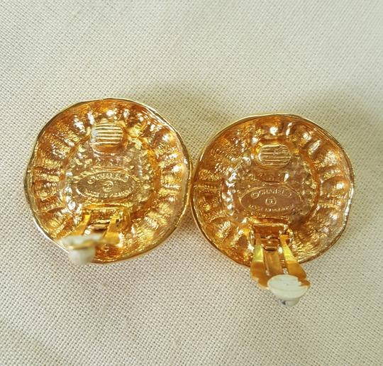 Chanel AUTHENTIC CHANEL VINTAGE GOLD TONE/PLATED FAUX PEARL CLIP ON EARRINGS Image 8