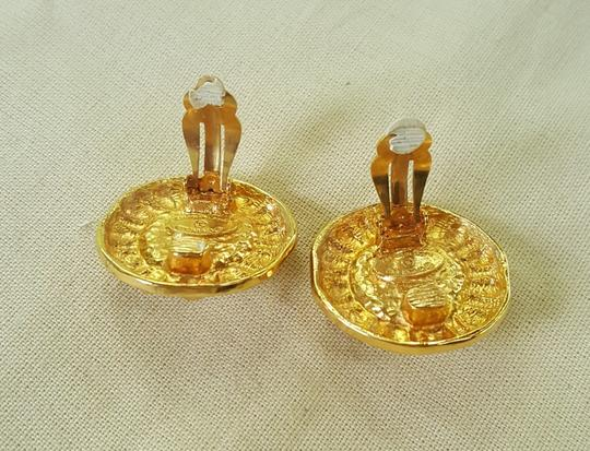 Chanel AUTHENTIC CHANEL VINTAGE GOLD TONE/PLATED FAUX PEARL CLIP ON EARRINGS Image 9