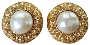Chanel AUTHENTIC CHANEL VINTAGE GOLD TONE/PLATED FAUX PEARL CLIP ON EARRINGS