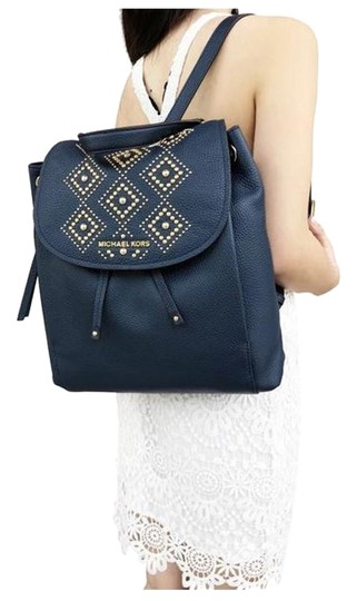 Preload https://img-static.tradesy.com/item/25999698/michael-kors-riley-large-studded-drawstring-flap-navygold-backpack-0-1-540-540.jpg