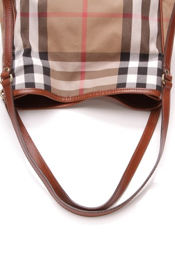Burberry Tote in Beige Image 6