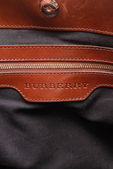 Burberry Tote in Beige Image 8