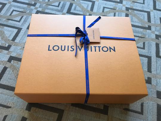 Louis Vuitton Monogram Leather Luxury European Limited Edition Tote in white Image 8