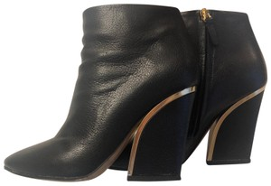 Chloe Leather Textured Black Boots