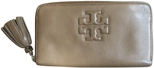 Tory Burch Tory Burch Thea Continental Zip Wallet in Full Brown Leather
