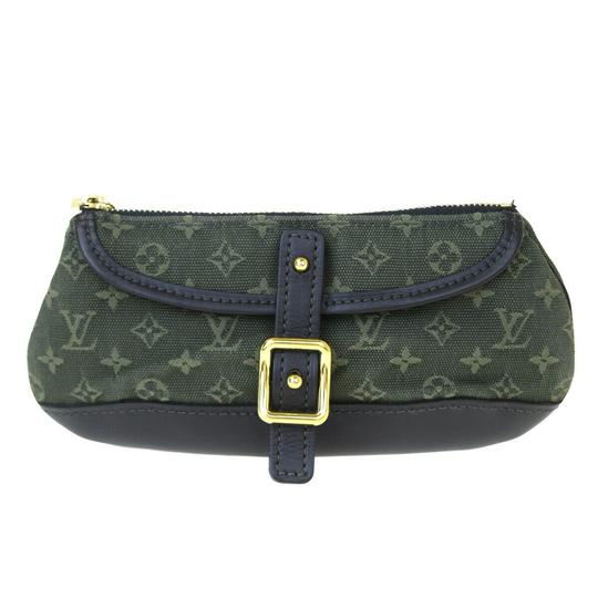 Preload https://img-static.tradesy.com/item/26002584/louis-vuitton-green-pouch-monogram-leather-canvas-cosmetic-bag-0-0-540-540.jpg