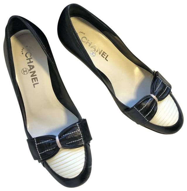 Item - Back and White Pumps Size EU 36.5 (Approx. US 6.5) Regular (M, B)