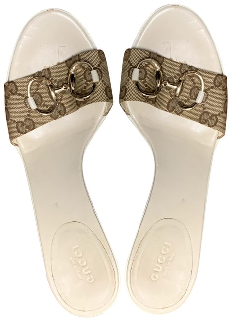 Item - Brown and White Sandals Size US 9 Regular (M, B)