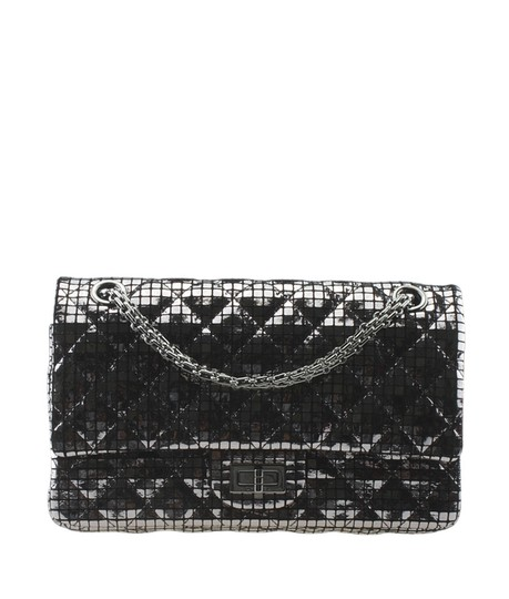 Preload https://img-static.tradesy.com/item/26005190/chanel-255-reissue-a37586-mirror-quilted-177024-silver-leather-shoulder-bag-0-0-540-540.jpg