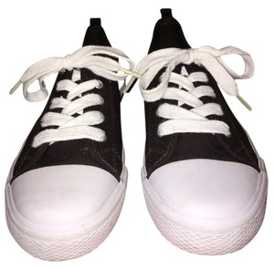 Boy's Brand-New Sneakers (Size 5) [ TommiesCloset ]