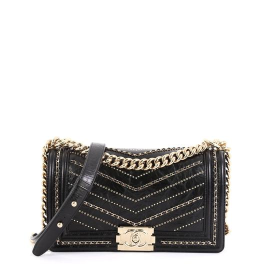 Preload https://img-static.tradesy.com/item/26007083/chanel-classic-flap-boy-chevron-embellished-crumpled-old-medium-black-calfskin-leather-shoulder-bag-0-0-540-540.jpg
