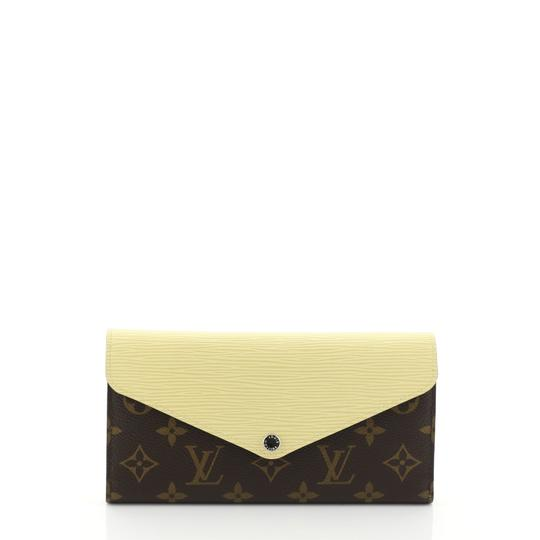 Preload https://img-static.tradesy.com/item/26007546/louis-vuitton-marie-marie-lou-wallet-monogram-canvas-and-long-brown-epi-leather-wristlet-0-0-540-540.jpg