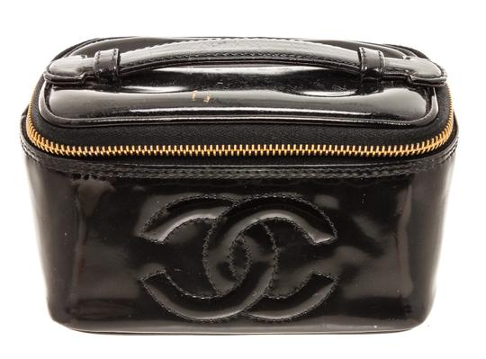 Preload https://img-static.tradesy.com/item/26012866/chanel-black-vanity-case-patent-leather-cc-cosmetic-bag-0-0-540-540.jpg