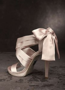 White by Vera Wang Blush Bow Formal Size US 6.5