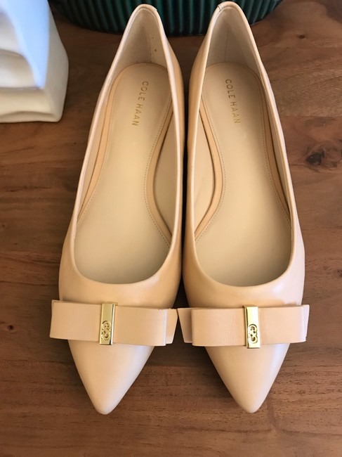 Item - Nude Elsie Bow Skimmer Flats Pumps Size US 7.5 Regular (M, B)