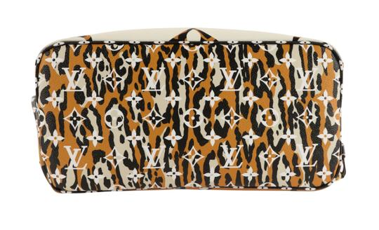 Louis Vuitton Mm Neverfull Jungle Tote in Multi Image 2