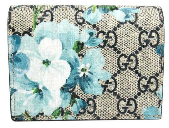 Preload https://img-static.tradesy.com/item/26017889/gucci-blue-navy-white-gg-blooms-logo-524965-leather-gg-supreme-card-case-wallet-0-2-540-540.jpg