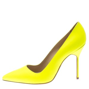 Manolo Blahnik Leather Pointed Toe Yellow Pumps