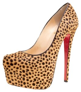 Christian Louboutin Leather Platform Beige Pumps