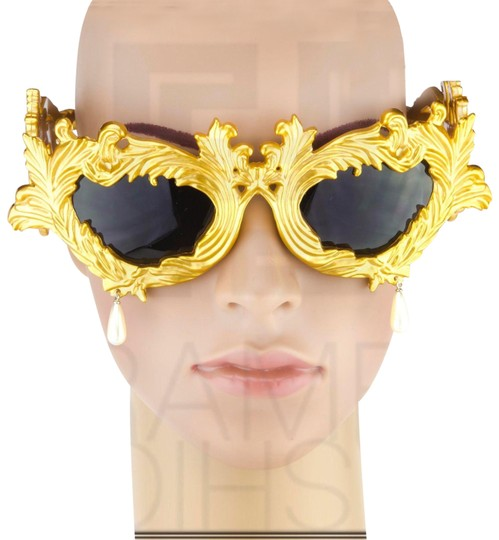 Preload https://img-static.tradesy.com/item/26020823/linda-farrow-baroque-pearl-drop-gold-jeremy-scott-flourish-oversized-sunglasses-0-1-540-540.jpg