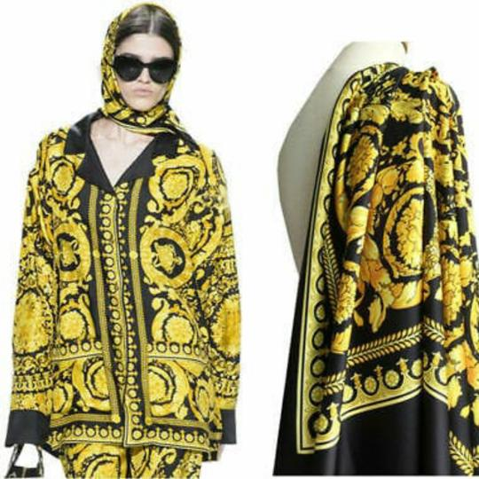 Preload https://item1.tradesy.com/images/yellow-and-black-large-size-70-polyester-20-silk-10-twill-mixed-26021185-0-1.jpg?width=440&height=440