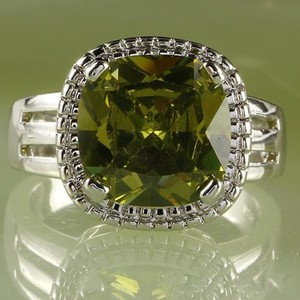 Fashion Jewelry For Everyone Green Emerald Gemstones 18k White Gold Plated Size 9 Ring