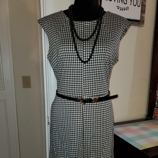 Preload https://item2.tradesy.com/images/merona-black-and-white-short-cocktail-dress-size-10-m-26021466-0-0.jpg?width=400&height=650