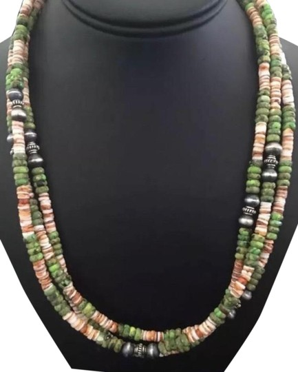 Preload https://img-static.tradesy.com/item/26021500/green-turquoise-sterling-silver-necklace-0-2-540-540.jpg
